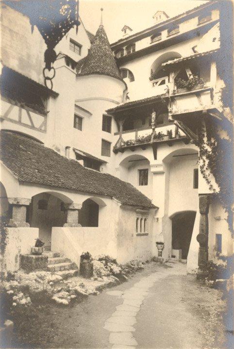 curte castel bran
