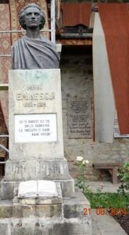 Bustul lui Mihai Eminescu din curtea Manastirii Putna, asa cum arata in vara lui 2014...